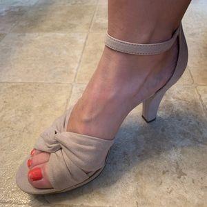 Shoes - Nude heel dress shoe